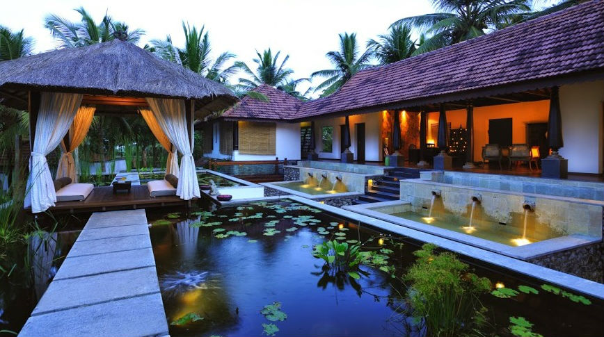 Munnar alleppey houseboat kovalam kerala luxury for Luxury hotel packages